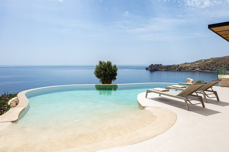 Domus Mare I - Stunning views, hot tub and privileged access to a cove!, holiday rental in Agios Pavlos