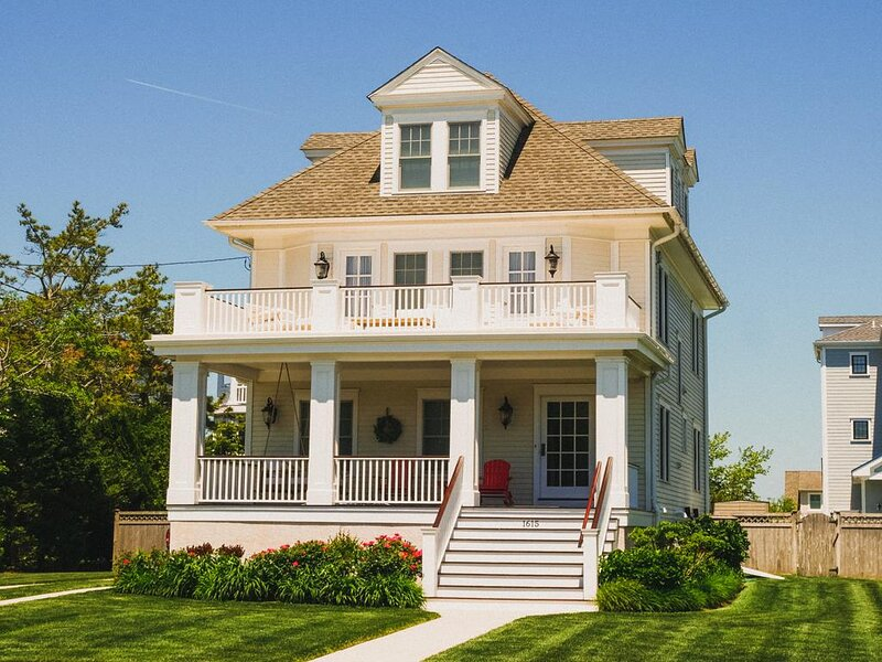 BEACH BLOCK, POOL, NEW 6 BR! 147061, vacation rental in Cape May