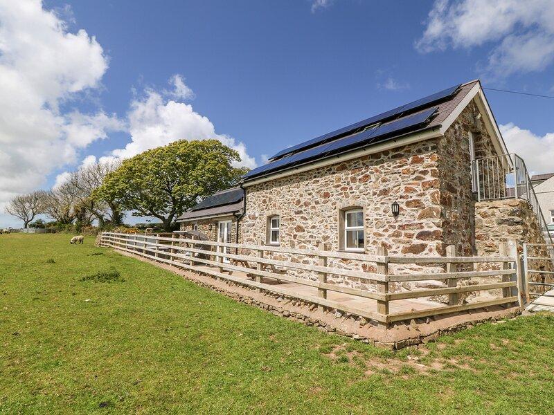 BEUDY TYDDYN, WiFi, rural views, in Llanerchymedd, vacation rental in Llannerch-y-medd