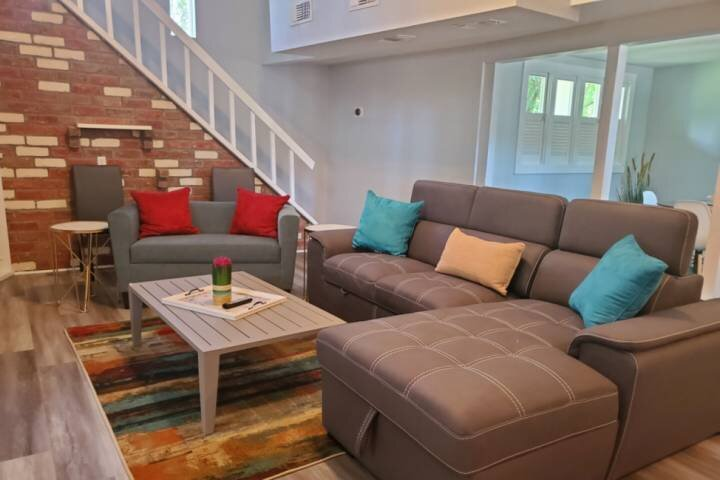 Newly Listed Pet Friendly -Close to to Kemah Boardwalk & Beach -Near NASA Space, holiday rental in Nassau Bay
