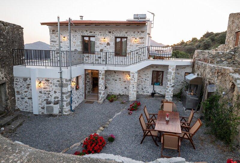 New totally private villa,Near Agia Galini,South Crete, aluguéis de temporada em Agia Paraskevi