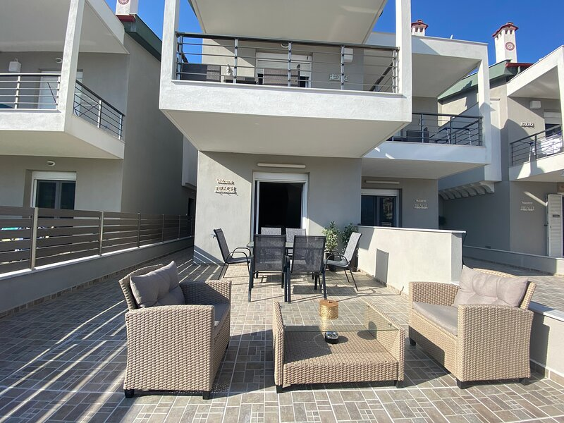Villa Emerald - brand new house 5 minutes away from the beach, vacation rental in Nikiti