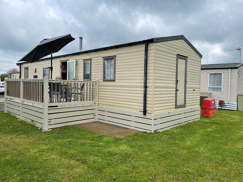 Pevensey Bay Holiday Park Mobile Home Sleeps 4, holiday rental in Pevensey