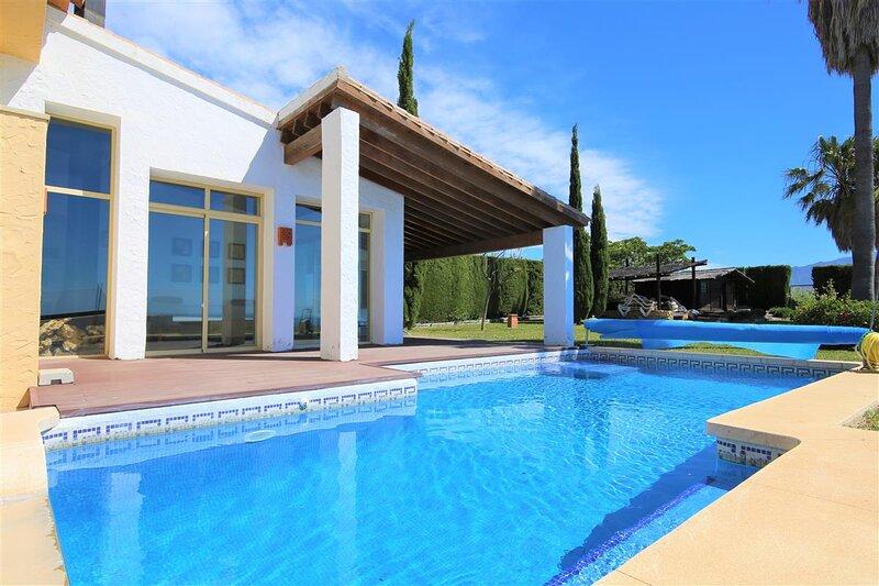 Villa ALQUERIA, holiday rental in El Paraiso