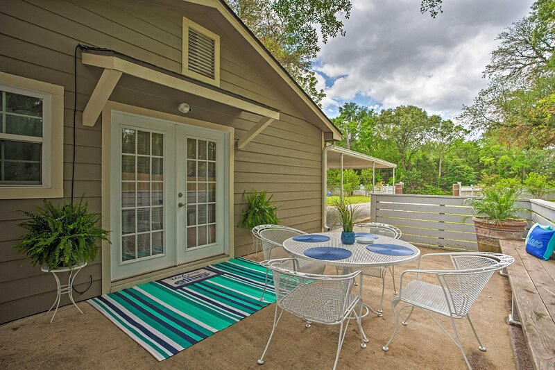 NEW! Cozy Canton Residence w/ Great Outdoor Space!, alquiler vacacional en Wills Point