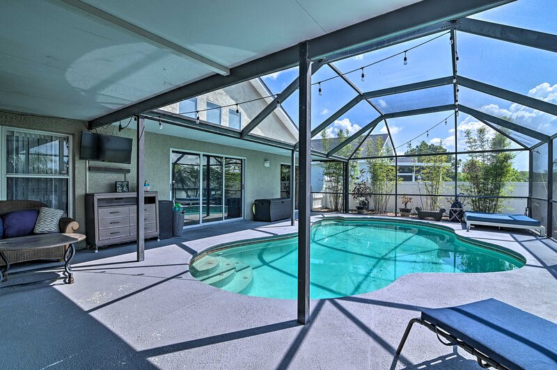 NEW! Bright House w/ Ski Lake, 11 Miles to Tampa!, holiday rental in Riverview