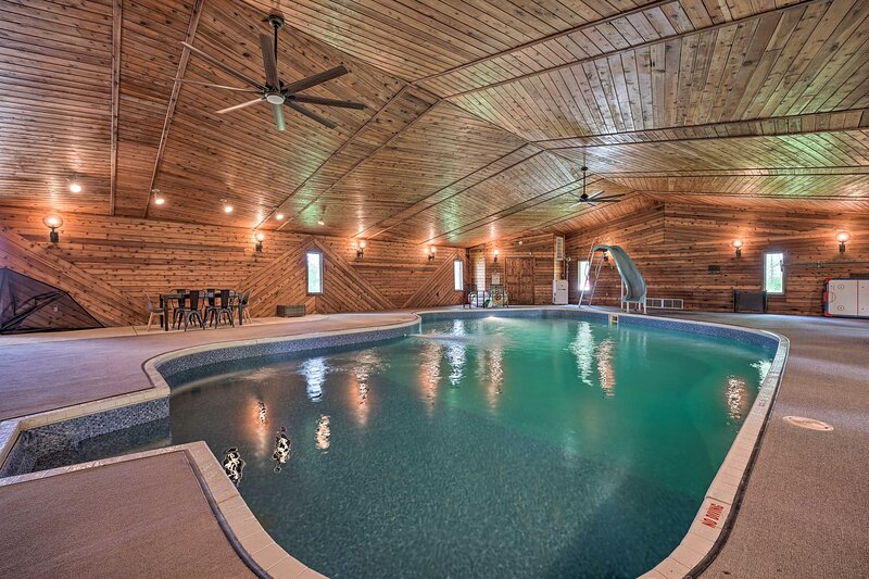 NEW! Harbor Country Retreat w/ Pool, 3 Mi to Lake!, holiday rental in Berrien Springs