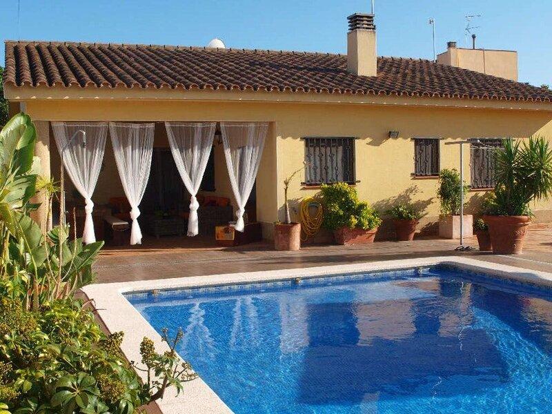 Spacious villa with swimming-pool, casa vacanza a L'Eucaliptus