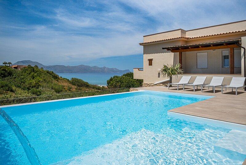 Villa DellAcqua: Private Villa with Infinity Pool on the Gulf of Castellammare, holiday rental in Alcamo