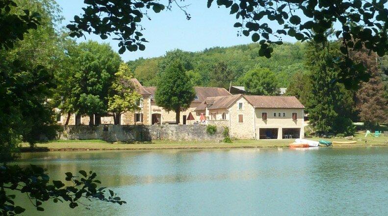 Chambres d'hôtes 'Belle de nuit' du Lac Beausoleil, holiday rental in Clermont de Beauregard