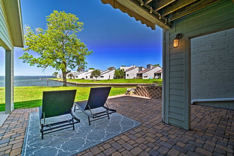 NEW! Relaxing Escape on Lake Livingston w/ Patio!, holiday rental in Ace