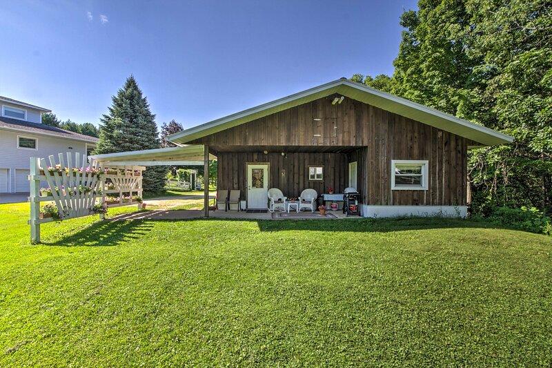 Rural La Crescent Home w/Views on Minnesota Bluffs, holiday rental in La Crescent