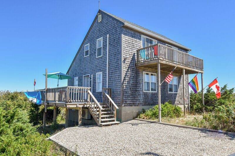 #211: Pup Friendly Beachside Getaway! Walk to Water-Dazzling Sunsets on the Bay!, holiday rental in North Truro