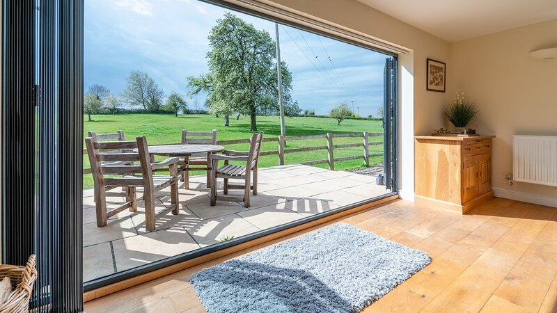 Orchard View, Upton Snodsbury - sleeps 4 guests  in 2 bedrooms, holiday rental in Hanbury