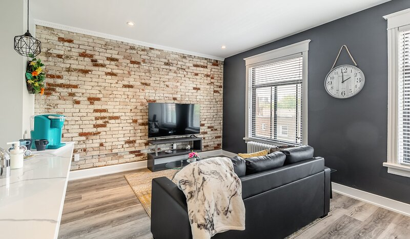 Stunning 1BR Apartment - Brand New - PRIME Location!, holiday rental in Waterdown