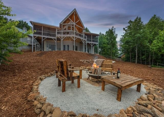 Scenic Vista | Outdoor Fire pit, Game Room & Breathtaking Mountain Views!, holiday rental in Marion