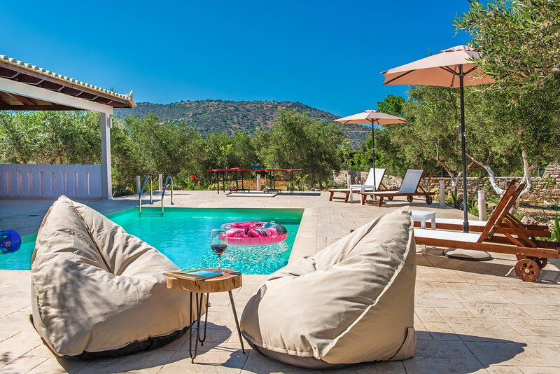 Villa Avra - With Private Pool, holiday rental in Lameriana