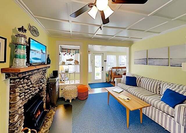 Fisher Hill Cottage | Patio with Grill, Wood Stove | Walk 6 Minutes to Harbor, holiday rental in Boothbay Harbor