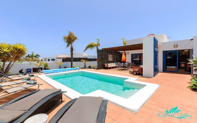 Captivating 2-Bed Villa in Playa Blanca, holiday rental in Playa Blanca