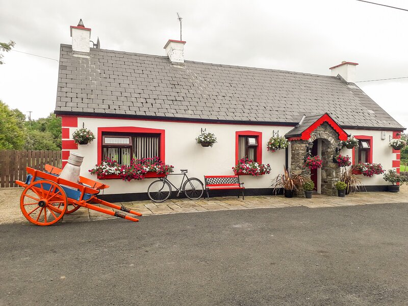 COOKIES COTTAGE, ground floor bedrooms, open plan, near Ballyshannon, Ref 962221, location de vacances à Ballyshannon