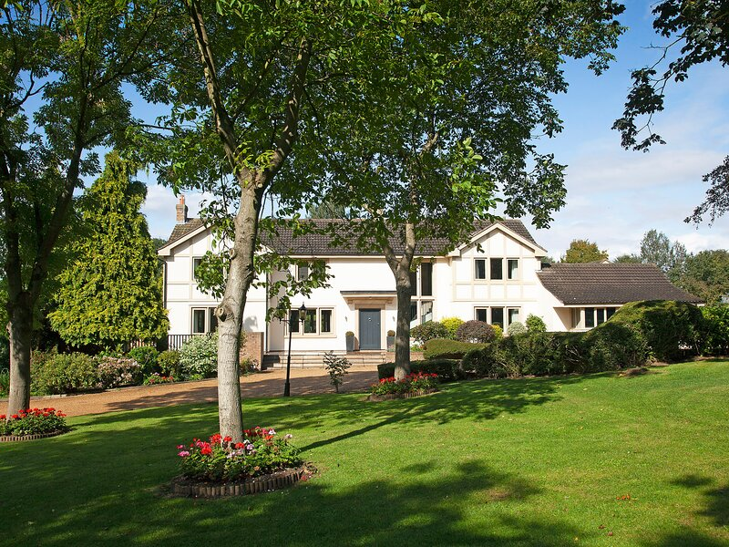 Dunham House, Helsby, holiday rental in Hale