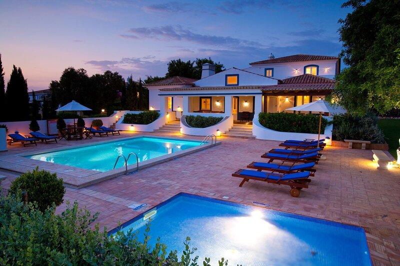 Malhadais Villa Sleeps 10 with Pool Air Con and WiFi - 5238012, location de vacances à Boliqueime