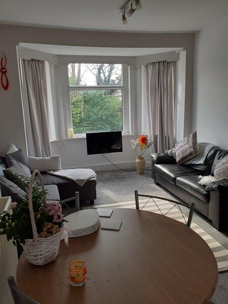 Bay Breeze - Beautiful Relaxing Coastal Apartment, holiday rental in Heysham