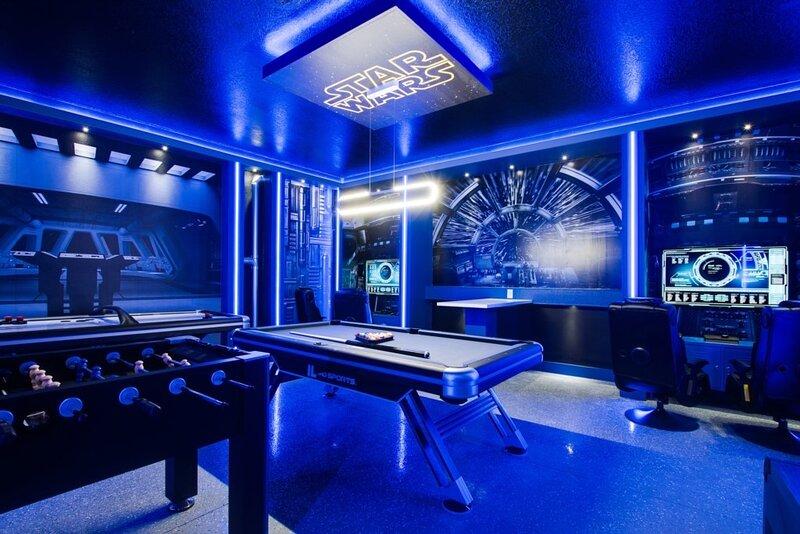 Furniture,Indoors,Room,Table,Lighting