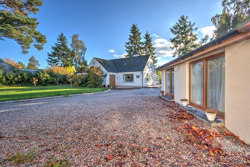 Charming 2-Bed Cottage in Inverness, aluguéis de temporada em Lochend