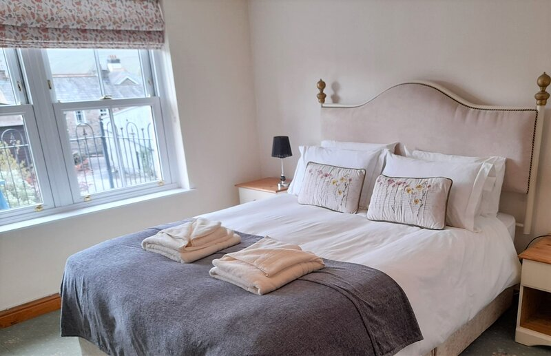Howgills Apartments - Apartment 8 (sleeping up to 6 guests in total), vacation rental in Middleton
