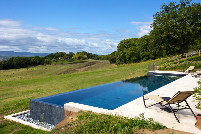 Newly restored Luxury Villa overlooking the stunning Tuscan countryside, Ferienwohnung in Buonconvento