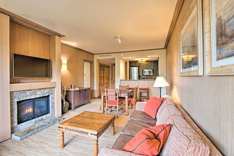 NEW! Condo w/ Outdoor Heated Pool + Hot Tub Access, holiday rental in Roslyn