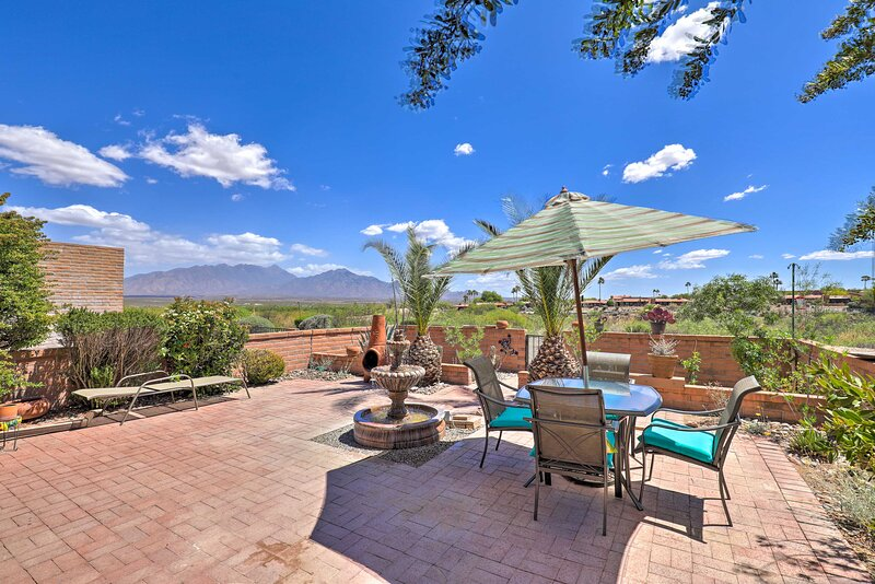 NEW! Gorgeous Green Valley Townhome w/ Mtn Views!, holiday rental in Sahuarita