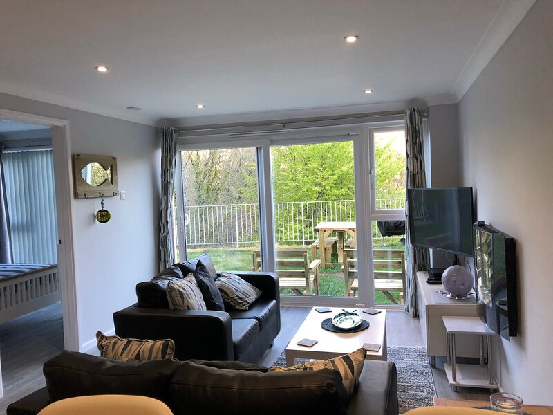Captivating 2-Bed Villa in Millendreath near Looe, vacation rental in Seaton