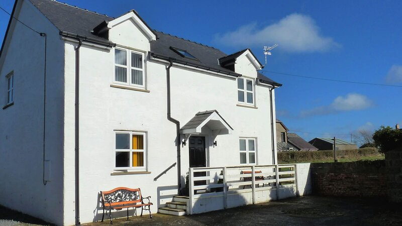 West Wales 3 Bedrooms Near to Beaches & Coast Path, holiday rental in Tremain