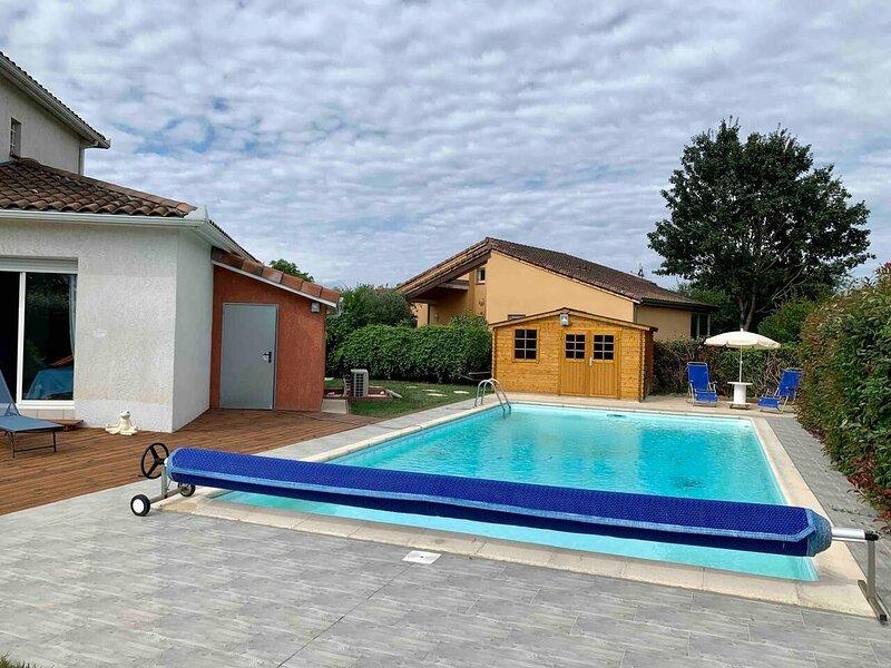 Spacious villa with swimming-pool, aluguéis de temporada em Salies-du-Salat
