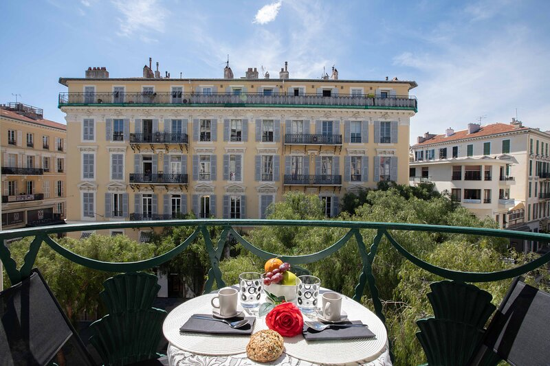 Nice balcony with view on Place Magenta, only a few steps from Place Massena