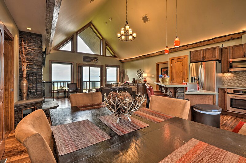 Secluded Somerset House w/ Mtn Views & 4.5 Acres!, casa vacanza a Youngwood