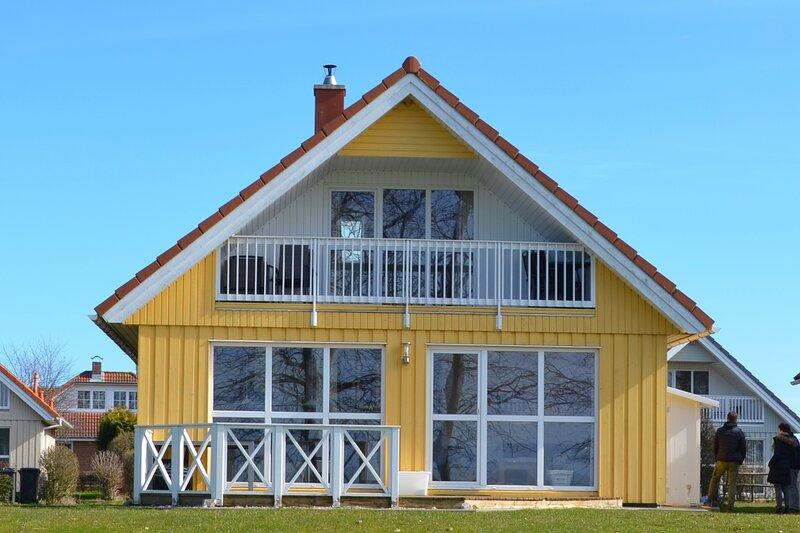 Ferienhaus Wackerama mit vollem Meerblick direkt am Strand in Wackerballig, holiday rental in Gelting