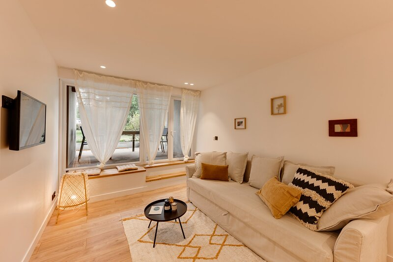 La Caravelle - Appartement moderne à 2 pas du centre-ville d'Annecy, holiday rental in Seynod
