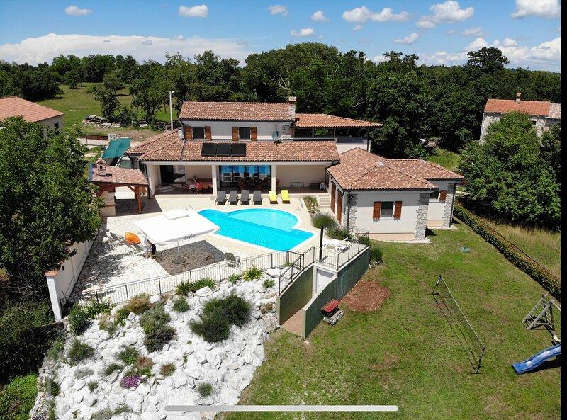 Arton Villa, with heated pool in Istria, Croatia, aluguéis de temporada em Zminj