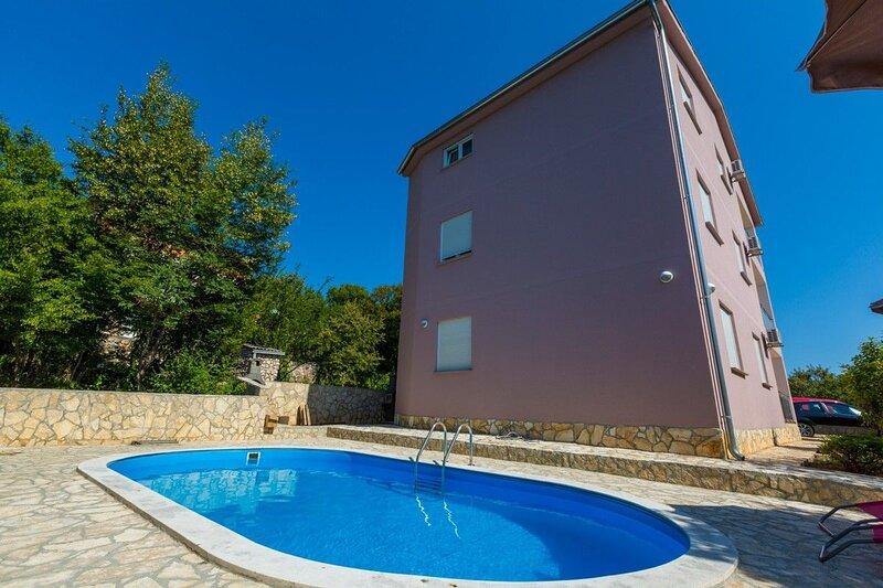 Apartment VILLA GOME, holiday rental in Grizane-Belgrad