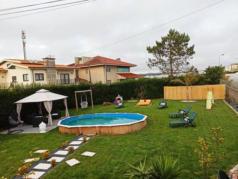 sand and sea, holiday rental in Travassos