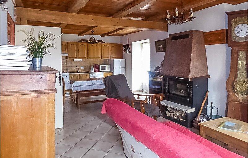Amazing home in Picherande with 2 Bedrooms (FUP013), location de vacances à Égliseneuve-d'Entraigues