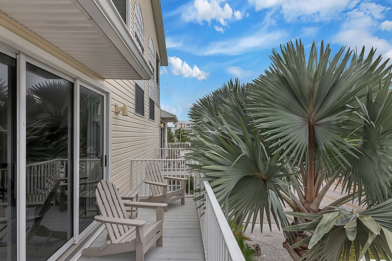 Sunset Views + Steps From The Beach-1255, alquiler vacacional en Grove City