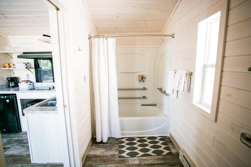 Waterview Studio Cabin with Private Porch #19 at Long Cove Resort, holiday rental in Clover