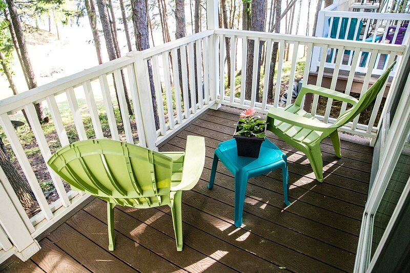 Beach-view Studio Cabin with Private Porch #10 at Long Cove Resort, holiday rental in Clover