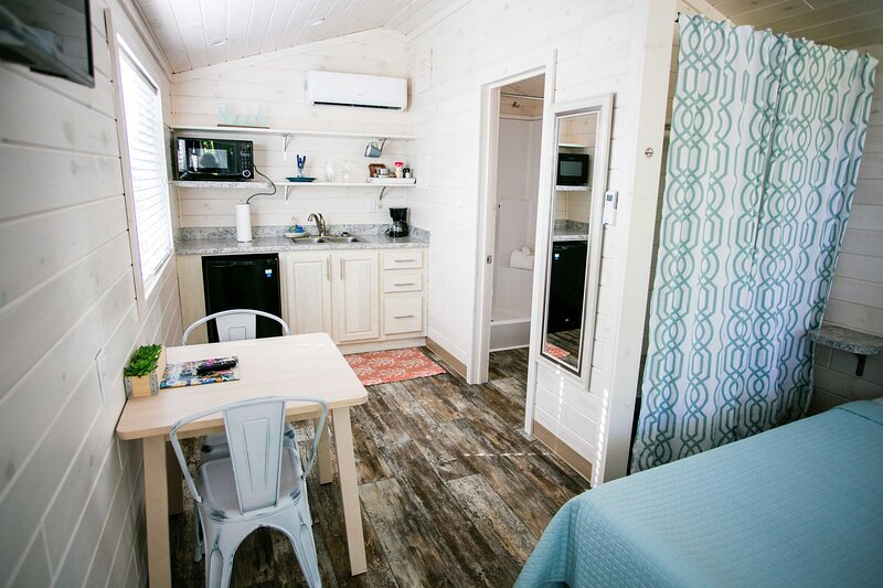 Studio Cabin with Private Porch #38 at Long Cove Resort, holiday rental in Clover