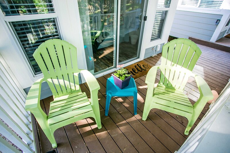 Lakefront Property Studio Cabin with Private Porch #39 at Long Cove Resort, vacation rental in Gastonia