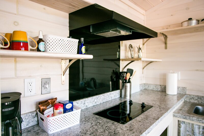 Waterview One Bedroom Cabin #4 at Long Cove Resort, holiday rental in Clover